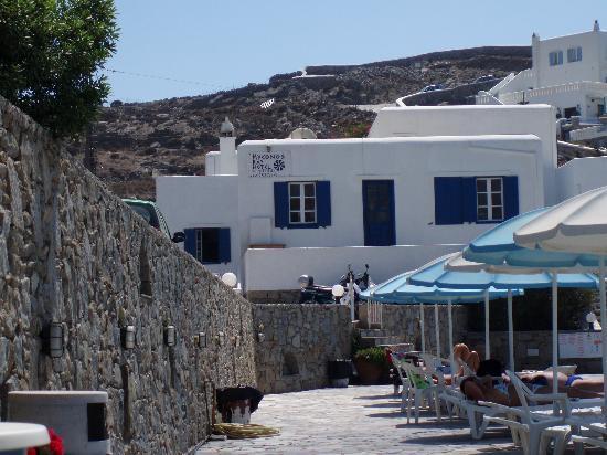 Mykonos Bay Hotel: hôtel depuis la piscine