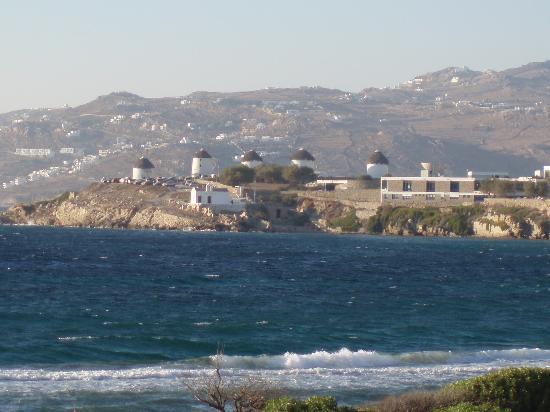 Mykonos Bay Hotel: Les moulins depuis la terrasse