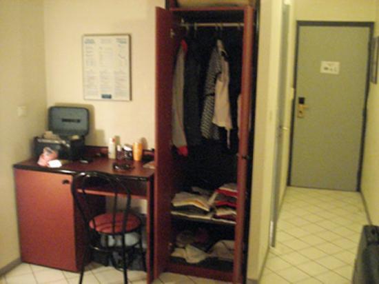 Hotel Azurea Nice: armadio per due persone