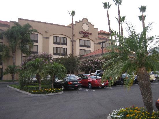 Hampton Inn Los Angeles/Arcadia/Pasadena: The Front of the hotel.