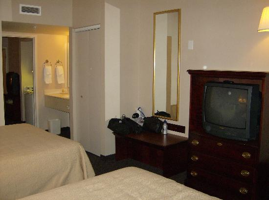 Quality Suites at Lake Wright : Bedroom area