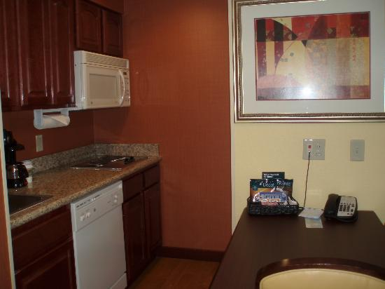 Homewood Suites by Hilton Fort Collins: Kitchen/Dining