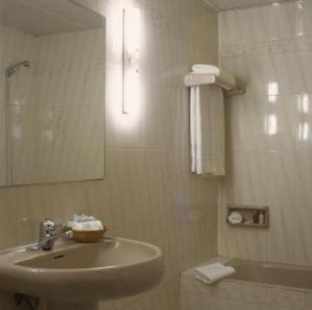 Hotel Arc La Rambla: Standart Room's Bathroom