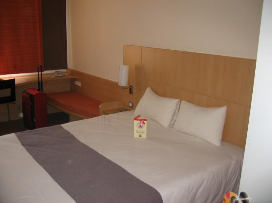 particolare camera da letto ibis - Picture of Ibis Malaga Centro ...