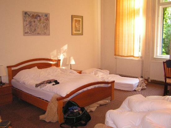Hotel Abel Pension: Spacious rooms with good beds