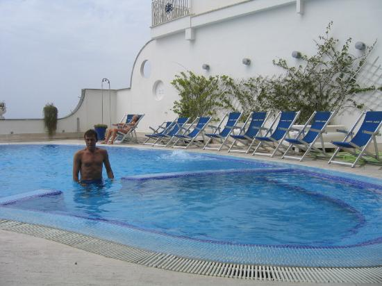 Mar Hotel Alimuri: The hotel pool.