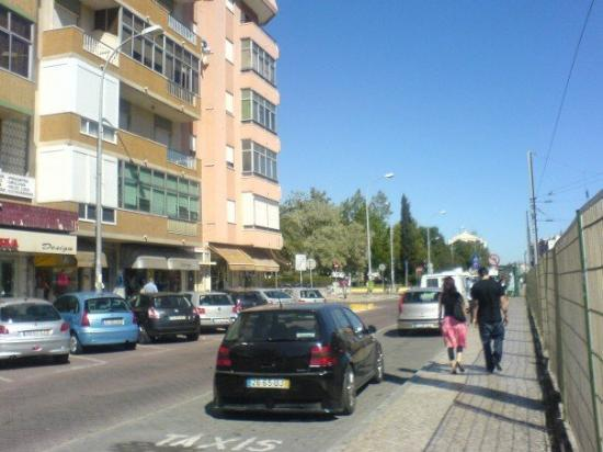 Jardim da Amadora: street adjacent to the train station which leads to the hotel