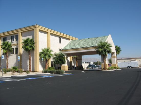 Holiday Inn Express Las Vegas Nellis: Entrance