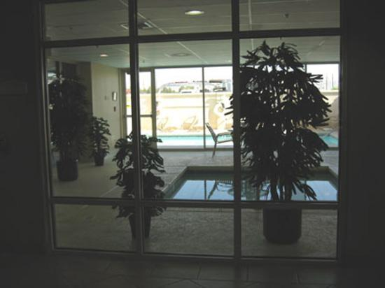 Holiday Inn Express Las Vegas Nellis: Pools - indoor and outdoor