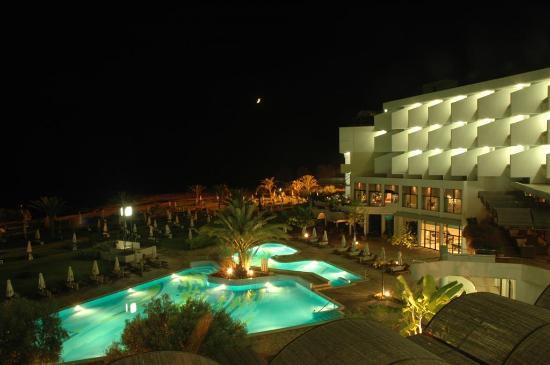 Constantinou Bros Athena Royal Beach Hotel: Night view from balcony