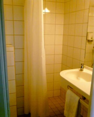 Thon Hotel Prinsen: Bathroom