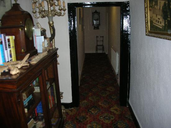 Talbot Hotel: hallway to rooms