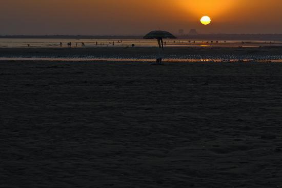 Остров Канела, Испания: Sunset on the beach at Isla Canela