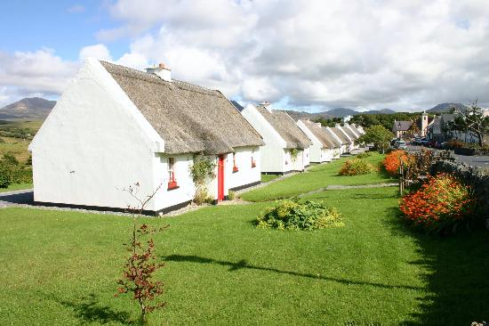 Maol Reidh Hotel : Restored cottages opposite hotel