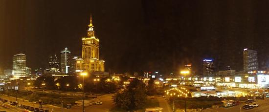 Polonia Palace Hotel: Hotel room window's view (night)