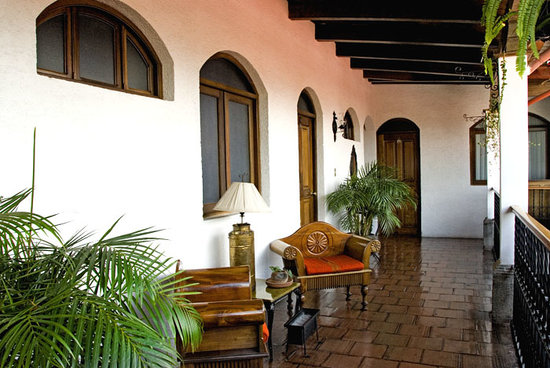 Casa Florencia Hotel: View of second floor balcony