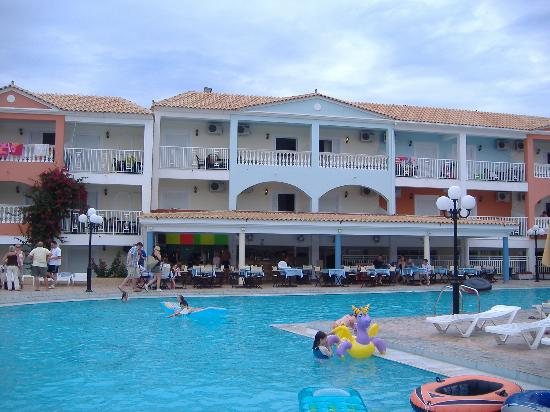 Planos Bay Hotel: The Pool