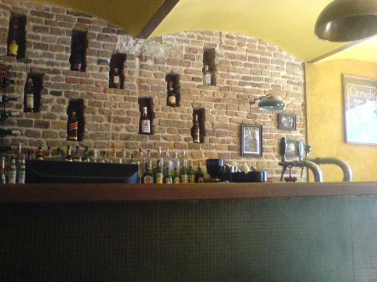 Downtown Backpackers Hostel : The bar does look good but its not as busy as you may wish