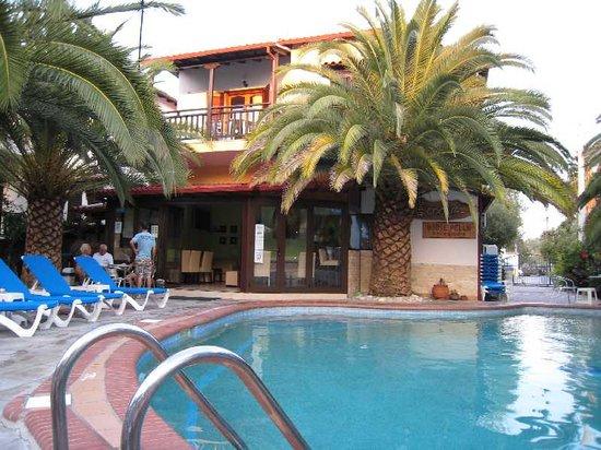 Pella Studios Apartments: Pella House - Pool and Bar area