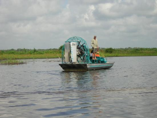 Fort Myers, FL: Air Boat broke down in the lake