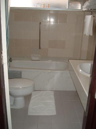 Nana Hotel : plenty of bathroom space