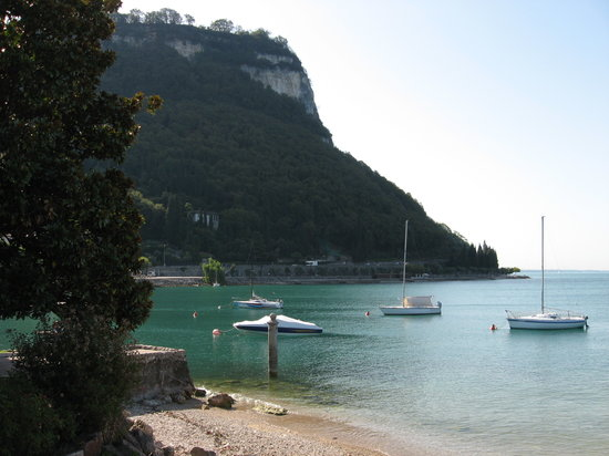 Torri del Benaco, Italie : beautiful lake shore