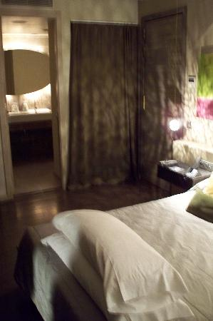 Hotel Neri Relais & Chateaux: I loved the way our room lights were soothing