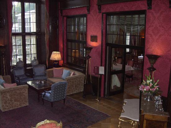 Patrick Hellmann Schlosshotel: Main hall interior