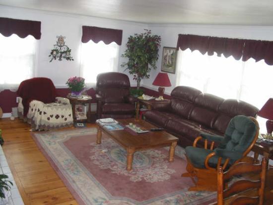 Almost Home Inn Ogunquit: Common Living Room