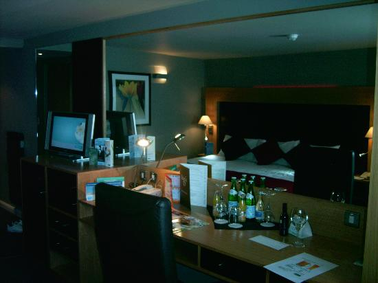 Holiday Inn Aberdeen West: inside the executive room
