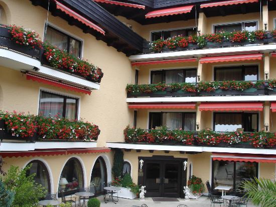 Schwarzmatt Hotel: l'ingresso dell'hotel
