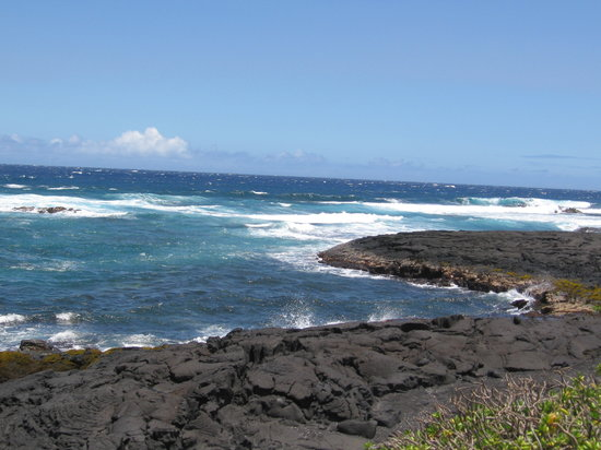Volcano Country Cottages : Black Sand Beach, a short drive from the Cottage