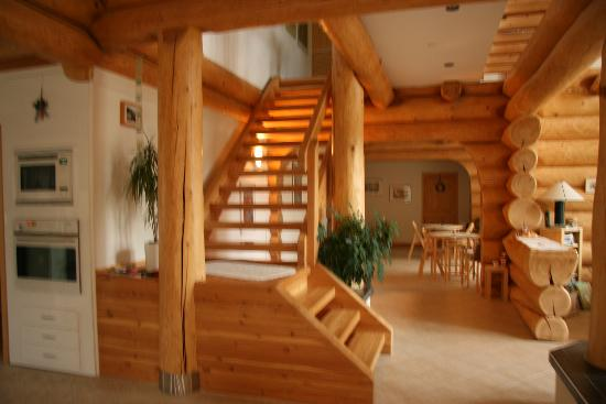 Log Home Foyer : Log home bed breakfast peachland canada okanagan