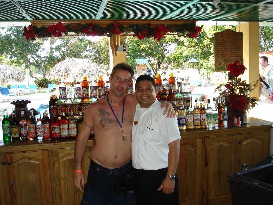Occidental Caribbean Village Playa Dorada : Mon chum  et Ony...super bon waiter!!!