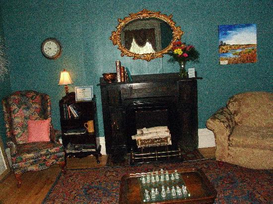 Bluenose Lodge : main parlor