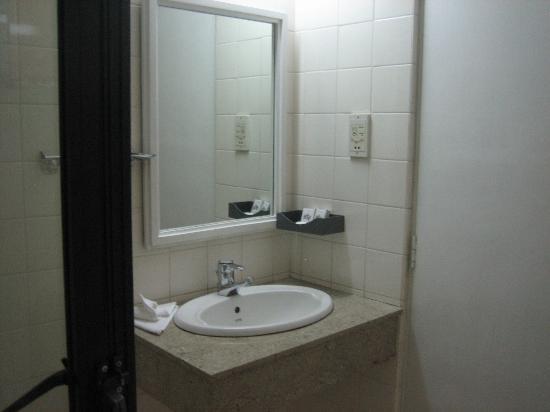 Hotel Hilltop : bathroom