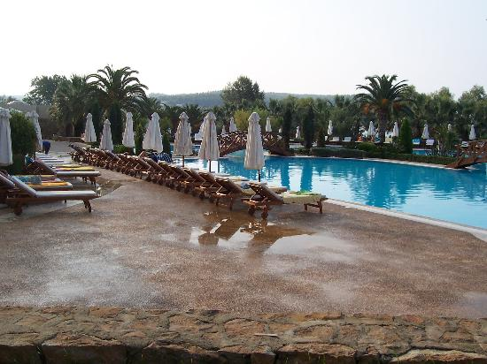 Sani Beach: Swimming pool (floor is wet from sprinklers not rain!)
