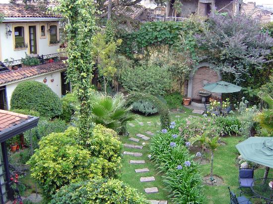 Mansion Alcazar Boutique Hotel: view of hotel garden & restaurant from our window