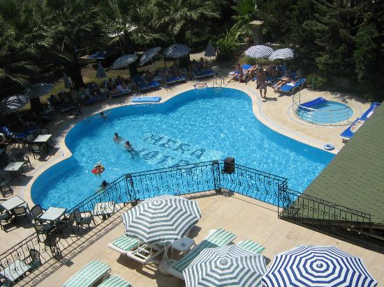 Hera Beach Hotel: The pool (smaller than average)