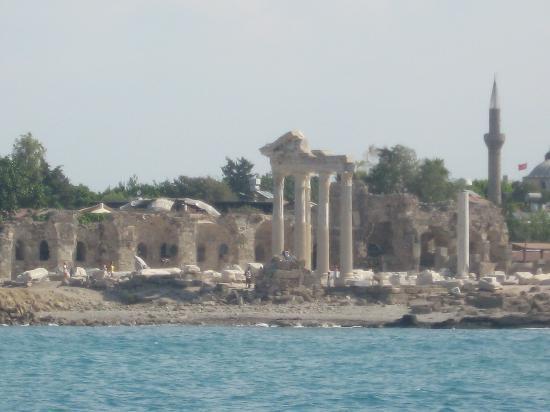 Hera Beach Hotel: Area has great History