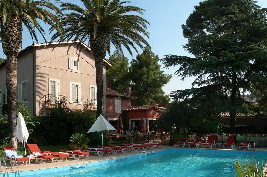Les jardins de cassis hotel voir les tarifs 410 avis et 112 photos - Hotel du grand jardin cassis ...