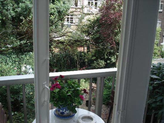 Garden View Bed and Breakfast: Beautiful balcony view