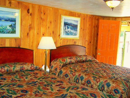 Westward Ho Motel: Comfy New Queens