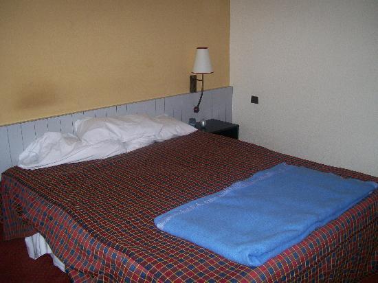 chaise tach e et d tendue picture of mercure paris val de fontenay fontenay sous bois. Black Bedroom Furniture Sets. Home Design Ideas