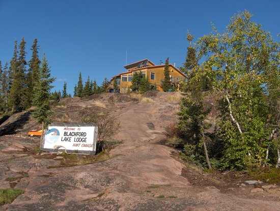 Blachford Lake Lodge: The lodge from the main dock