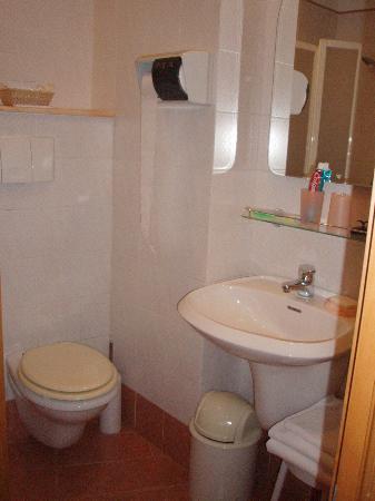 Hotel Concordia: Bathroom