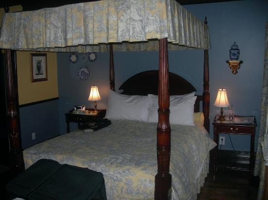 Hotel Le Clos Saint-Louis: Room 24