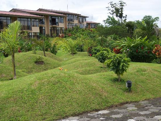 Arenal Kioro Suites & Spa : hotel grounds