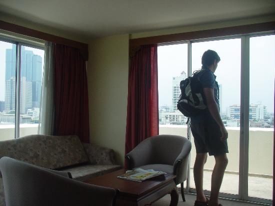 Silom City Hotel : Top floor corner room - great views