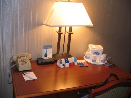 Howard Johnson Hotel South Portland: Desk